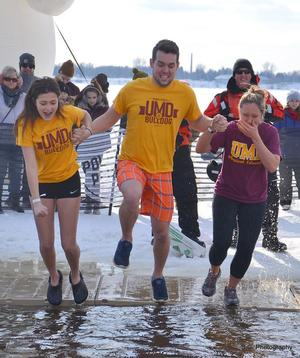 UMD Unified Club members prepare for the Polar Plunge