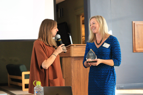 Sara Lien giving Katie Onofreychuk the Outstanding MSW Field Supervisor award